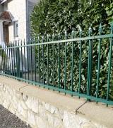 Dessus-de-muret-modele-Amboise-avec-pointes-fleurs-de-lys-St-Yrieix-RAL-6005_V2