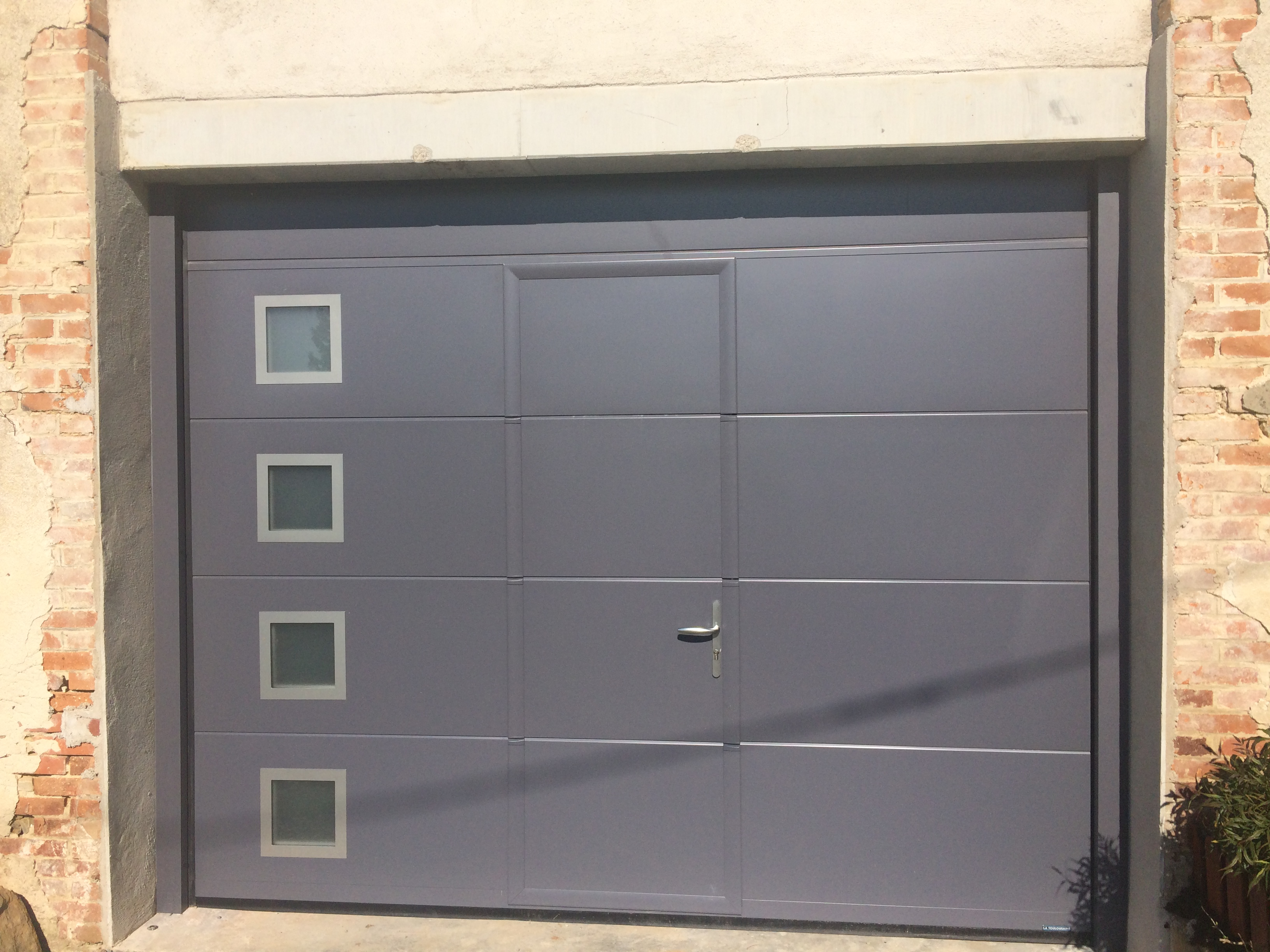 Porte de garage sectionnelle panneau lisse alu glass for Porte de garage sectionnelle a portillon