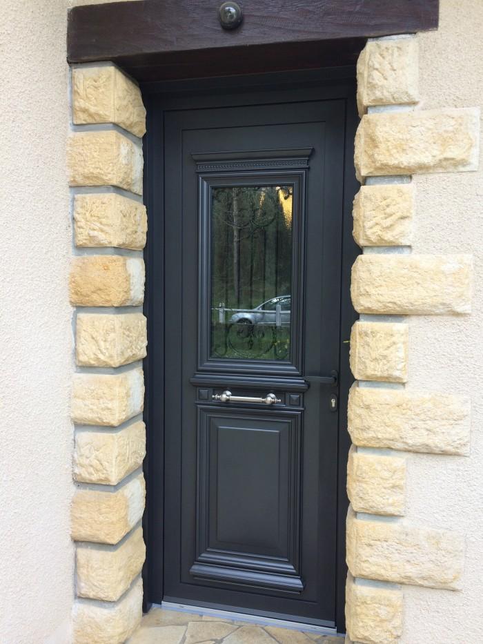 Porte 1 vantail en alu avec panneau d coratif alu glass for Porte exterieur noir